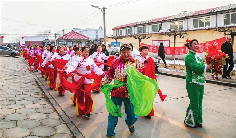 茶坞铁路社区扭秧歌.jpg