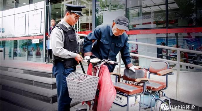 《北京银行保安助人为乐的故事》王书敏_副本.jpg