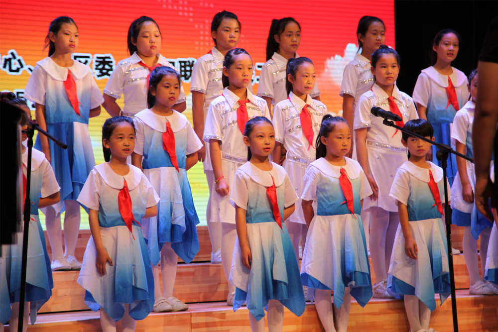 太平庄小学表演《红领巾心向党》《童心舞动》1.jpg