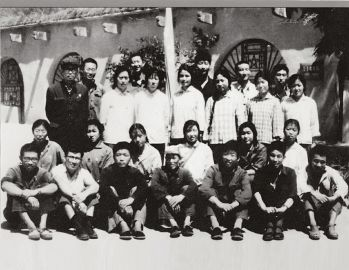 )和北京及本地知青20余人,出席延安地区上山下乡知识青年农业学图片
