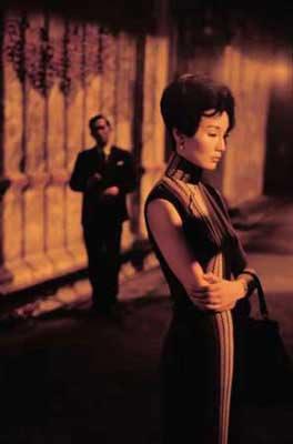 张曼玉身着旗袍的造型性感、优雅