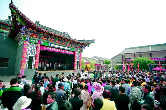 甘肃省非物质文化遗产大型展演在崆峒古镇隆重举办