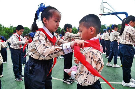 南寧市各校慶祝中國少年先鋒隊建隊72周年