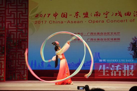 中国-东盟(南宁)戏曲演唱会开锣 各国好曲免费赏