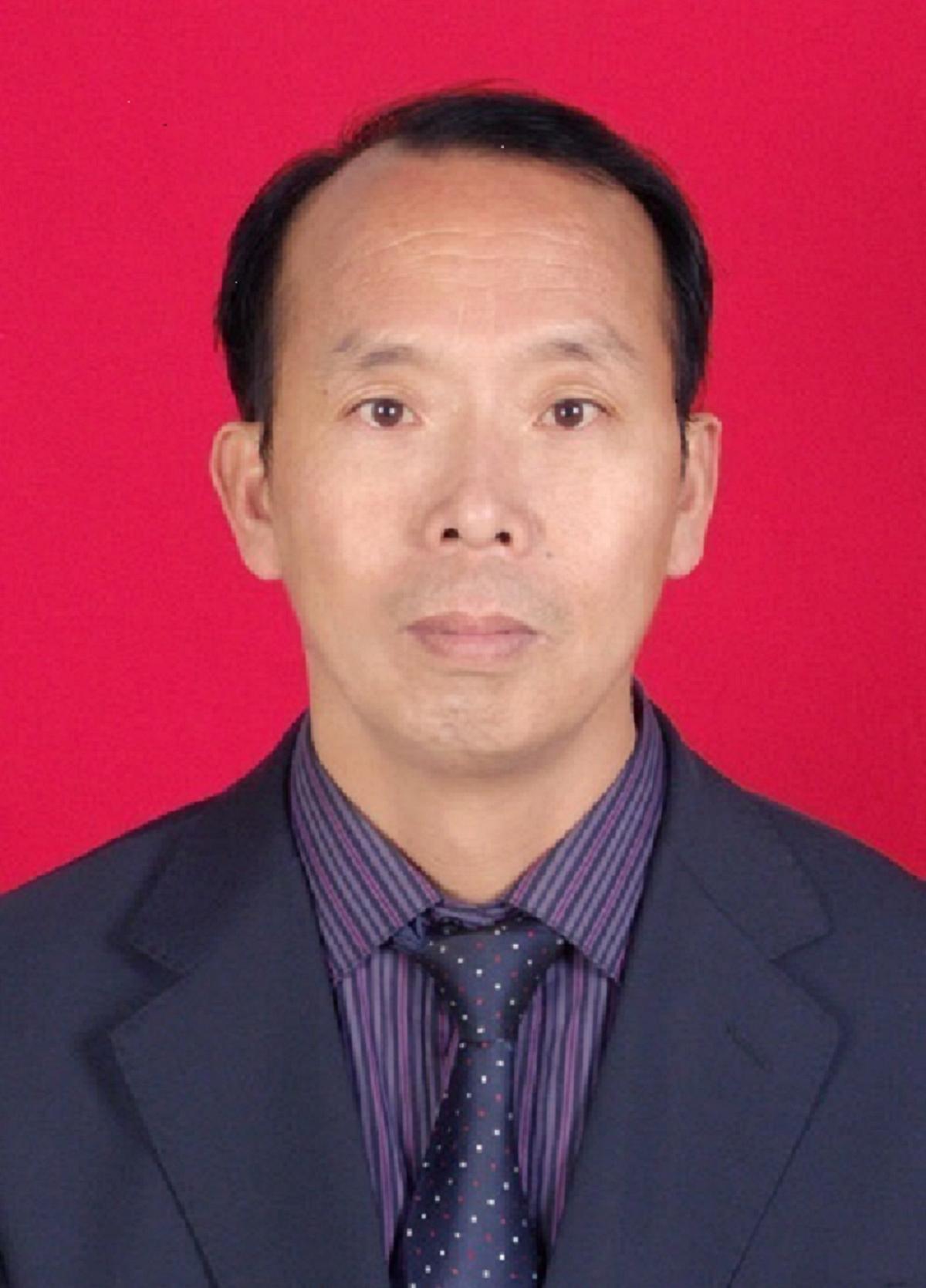 王建威(红底).png