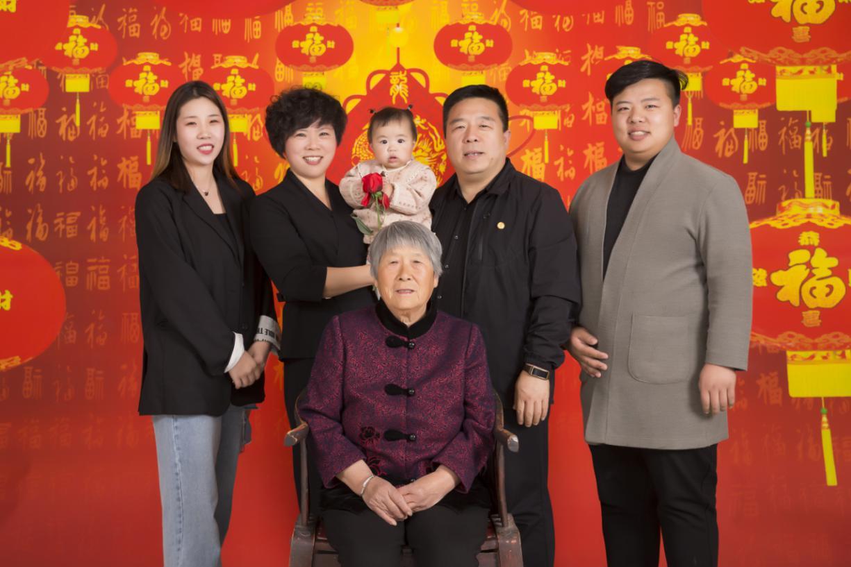 刘红新家庭照片.jpg