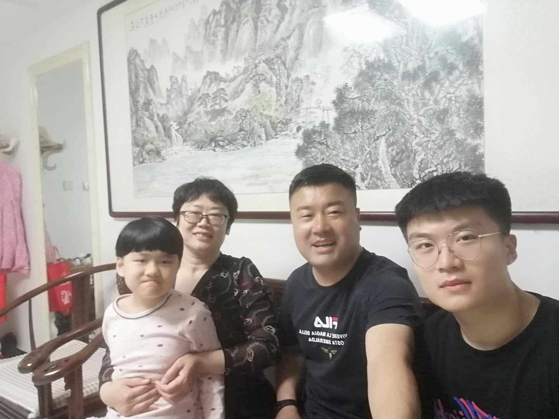 雄县王红雨家庭.jpg