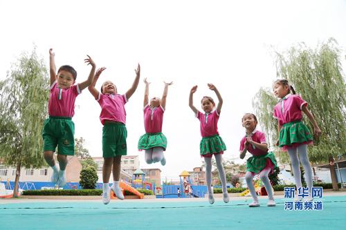 幼儿园的小朋友在老师和家长的策划下拍摄了一组造型