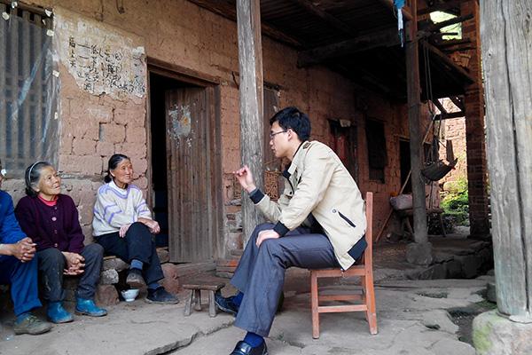 衡阳中学教师扎根乡村18年 为贫困学子筹集40多万元资金