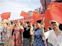 """陕西省""""结对共建""""服务退役军人活动昨启动,600余人激情唱响《我和我的祖国》。 本报记者 陈飞波 实习生 华人 摄_副本.jpg"""