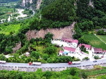 沿褒斜古栈道修建的姜眉公路(航拍图)谢克强摄.jpg