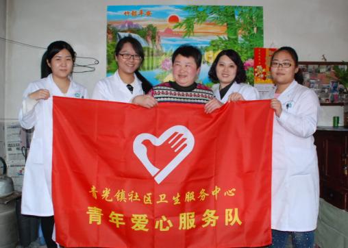 青光镇学雷锋志愿服务医疗小分队到村民家中开展志愿服务活动.png