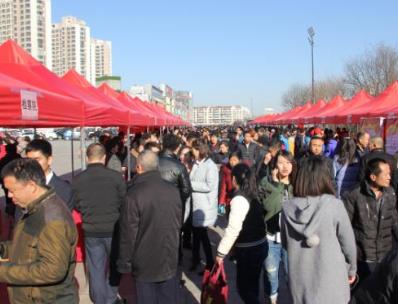 2月25日在御龙湾广场举办2017年北辰区学雷锋志愿服务集中示范活动.png