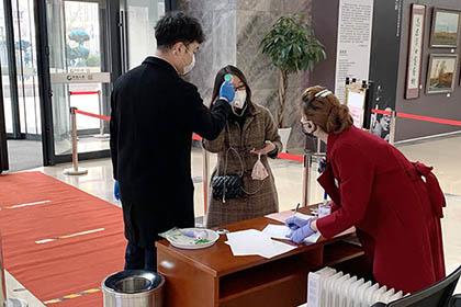 2020年2月曲阜道的中国人寿金融中心防护不松懈复工有秩序——何成  金盼摄_2_调整大小.jpg