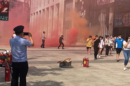 南市街在辖区某商场举办大型消防实战演习活动