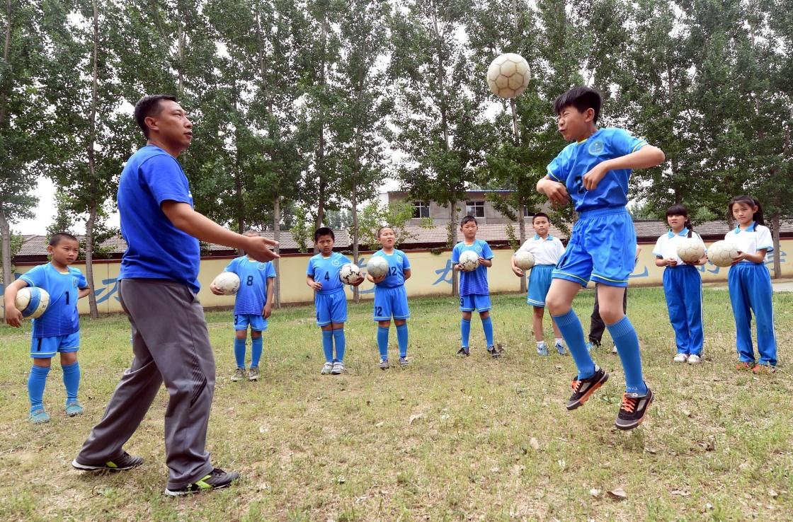 河北香河:v区长区长足球学校枫溪小学特色美图片