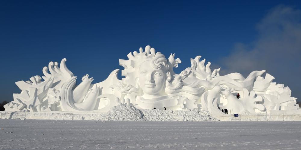 雪博会巨型主雪塑完工1 - 副本.jpg