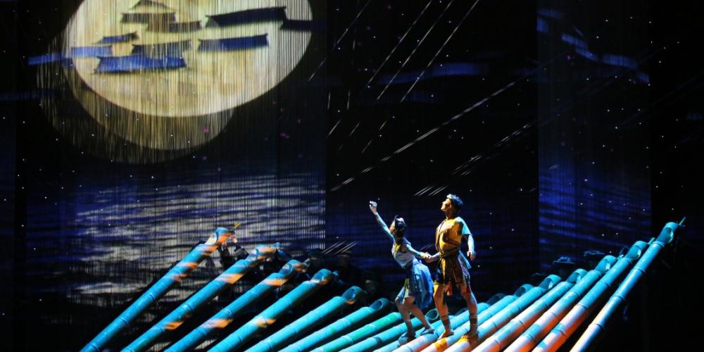 中国立体3D舞剧《侗族传奇》在新加坡上演1 - 副本.jpg