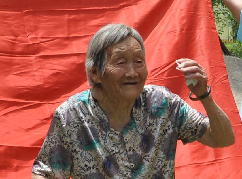 扬州大学社会实践——烈士墓前宣誓1.jpg