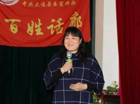 杨毛吉老师在百姓话廊做宣讲.jpg