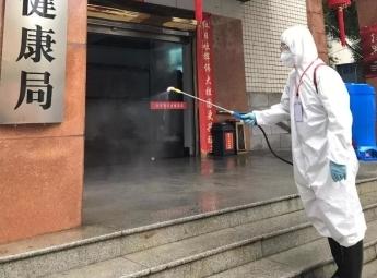 王永林湖南 消防员变身消毒员