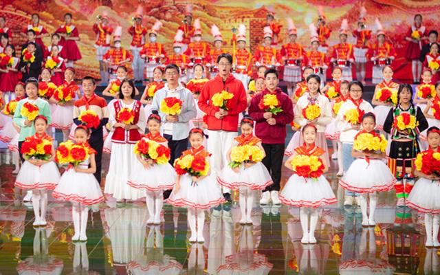 大合唱 《我们是共产主义接班人》摄影 王伟江_副本.jpg