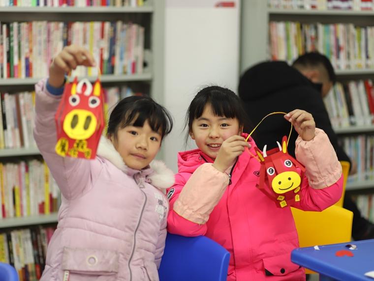 """望岳街道窑塘社区在三楼活动室开展""""团团圆圆 粘粘甜甜""""的主题活动弘扬我国传统文化,让社区儿童了解元宵节的传统文化和民俗习惯。.jpg"""