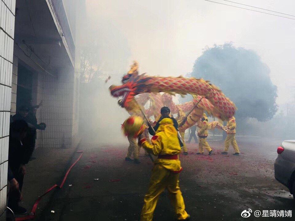 """伟大祖国幸福年:吹出最炫民""""俗""""风"""