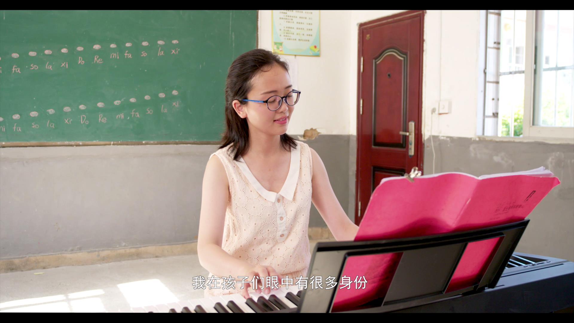 江西:钢琴上的90后女校长2018082[00_00_08][20190211-170608].jpg