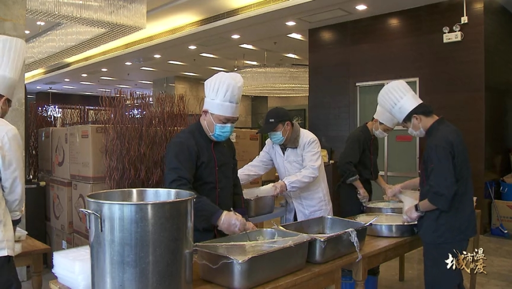 """上海纪实频道1""""我多做爱心餐,也是为了守护好我们的家?!盵(003311)2020-02-18-16-11-48].JPG"""