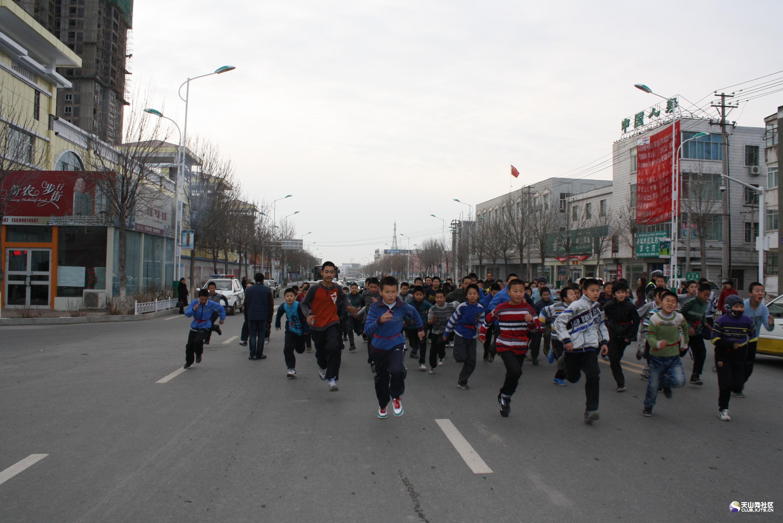 新疆塔城城市街景图